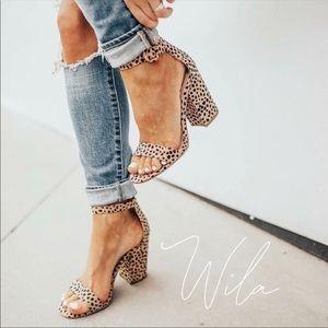 LAST 3❤️ leopard print block peep toe heels tan